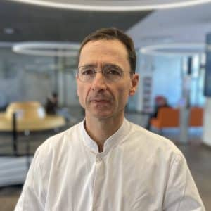 Dr. Bertrand CARLES